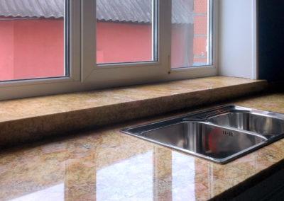 Кухонная столешница и подоконник из  гранит Imperial Gold
