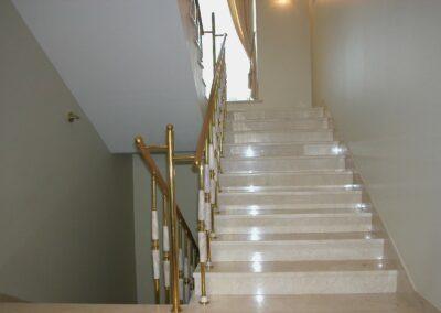 Мраморная лестница, мрамор Creme Marfil