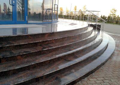 Лекальная лестница. Гранит Дымовский. Проступь фактура термо, подступенок - полированный