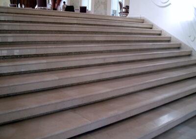 Мраморная лестница из мрамора Crema Nuovo