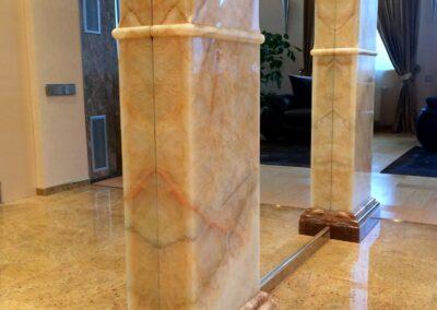 колонны - оникс, полы - гранит